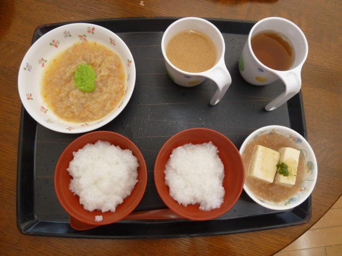 特別養護老人ホームアーバンケア御厨 食事形態 刻み食 汁物をコップで提供