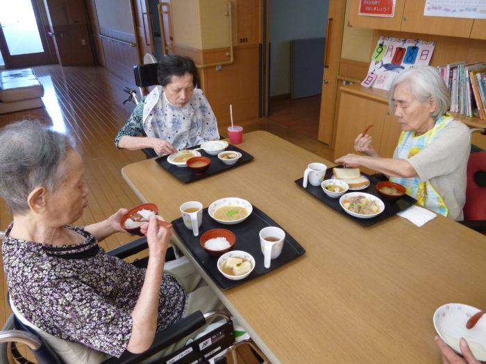 特別養護老人ホームアーバンケア御厨 食事の様子