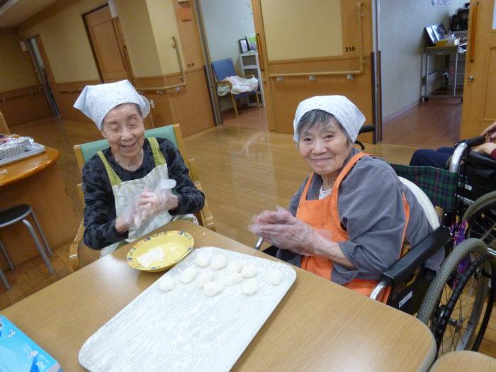 アーバンケア御厨 高齢者施設 おやつレク おはぎ 自分で作る喜び