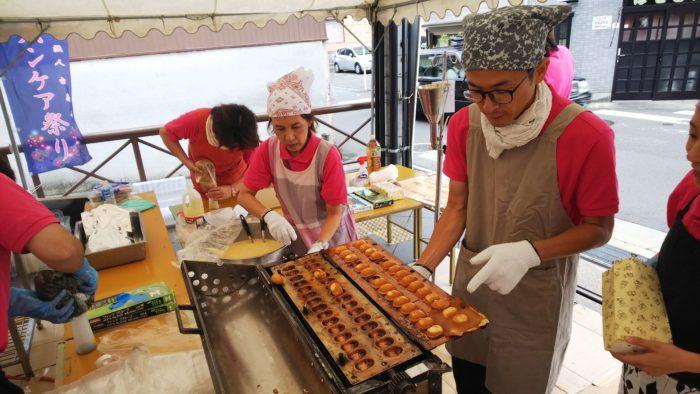 アーバンケア稲田秋祭り 大人気模擬店の準備風景 ベビーカステラ