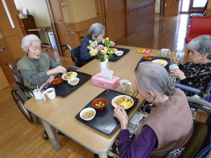 アーバンケア御厨 節分の日 海苔巻き 稲荷寿司 2月の行事食 高齢者向け食事