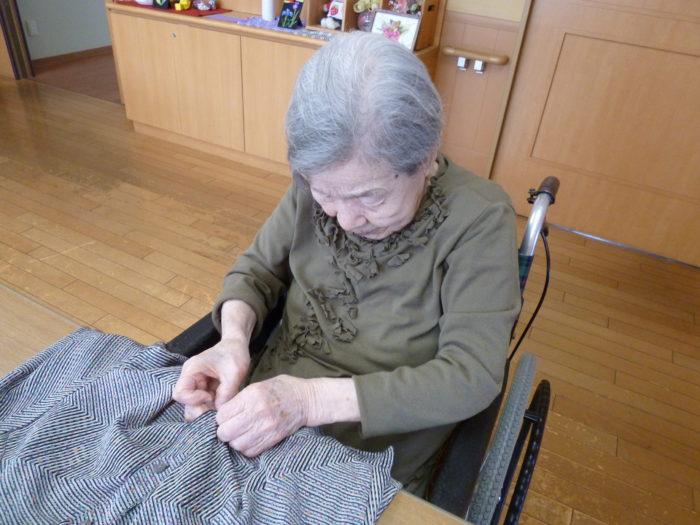 アーバンケア御厨 手先を使った作業 家庭的なリハビリ 洗濯物たたみ 役割を持つ大切さ