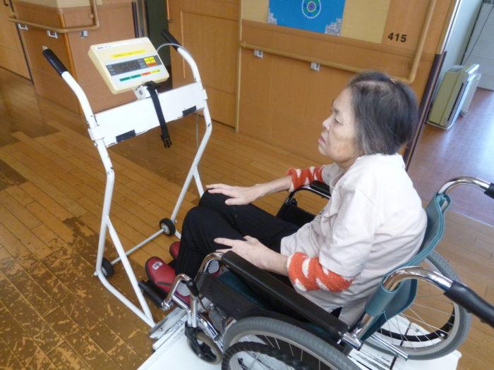中華メニュー 昼食の様子 体重測定