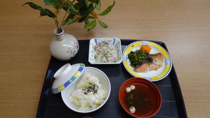秋の味覚 お芋ご飯