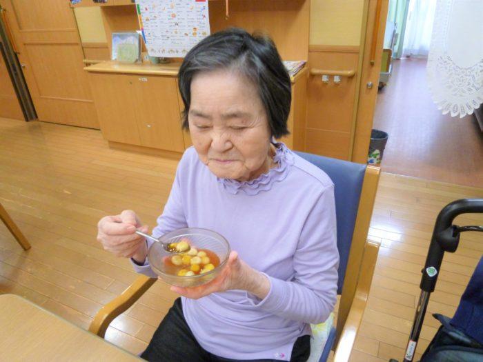 10月のホームクッキング 料理レク 月見団子 豆腐団子 高齢者向けおやつ 喉詰め対策