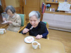 アーバンケア御厨 パンケーキ おやつレク 高齢者施設のレクリエーション活動