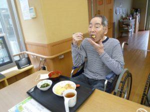 アーバンケア御厨 こどもの日 高齢者施設の行事 食事 飾りつけ