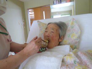 アーバンケア御厨 おやつレク 手作りおやつ 抹茶ババロア 黒蜜かけ 高齢者のおやつ 5月