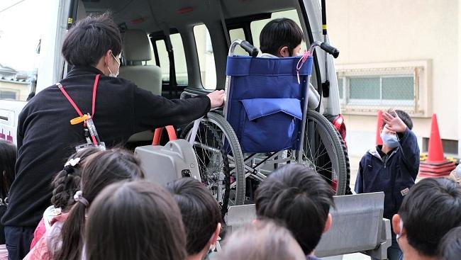 小学校での介護体験2